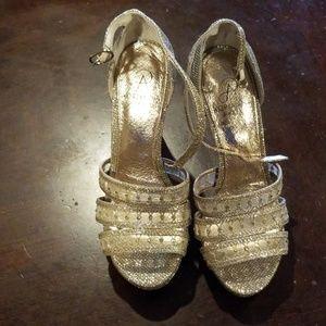 Arianna Papell TAIMI PLATFORM SANDAL Glitter Gold
